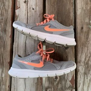 NIKE Athletic Running Shoes | Grey & Pink Size 8.5